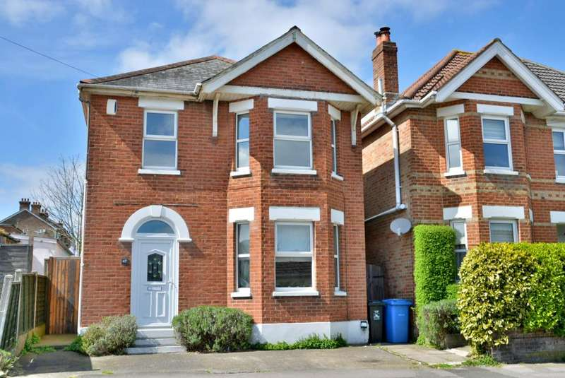 3 Bedrooms Detached House for sale in Churchill Road, Parkstone, Poole, BH12 2LP