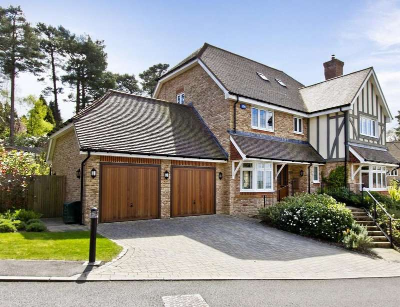 5 Bedrooms Detached House for sale in Gorsedene Close, Crowborough