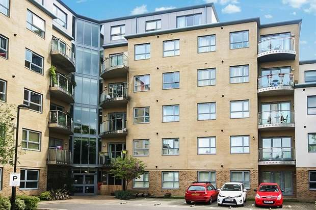 2 Bedrooms Flat for sale in Thomas Jacomb Place, Walthamstow, London