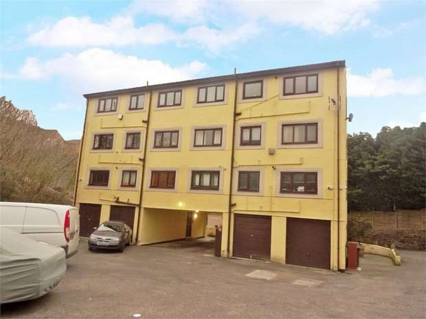 2 Bedrooms Flat for sale in Sizehouse Village, Haslingden, Rossendale, Lancashire