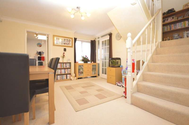 3 Bedrooms Property for sale in Walsingham Close, Gillingham, ME8