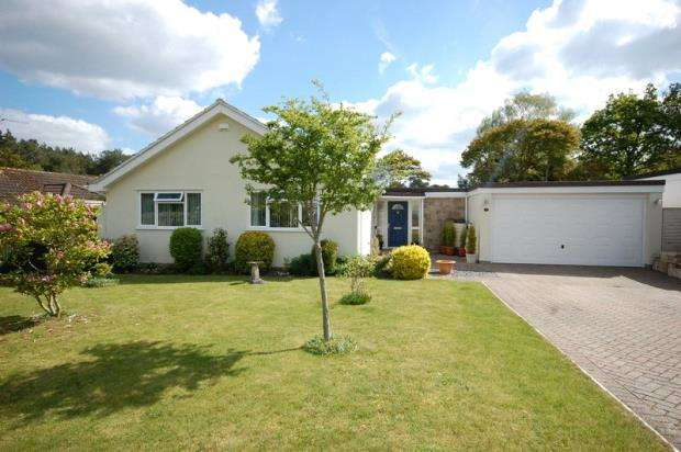 3 Bedrooms Detached Bungalow for sale in Ferndown, BH22