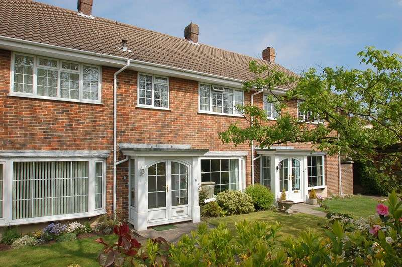 3 Bedrooms Terraced House for sale in Lodge Gardens, Alverstoke, GOSPORT