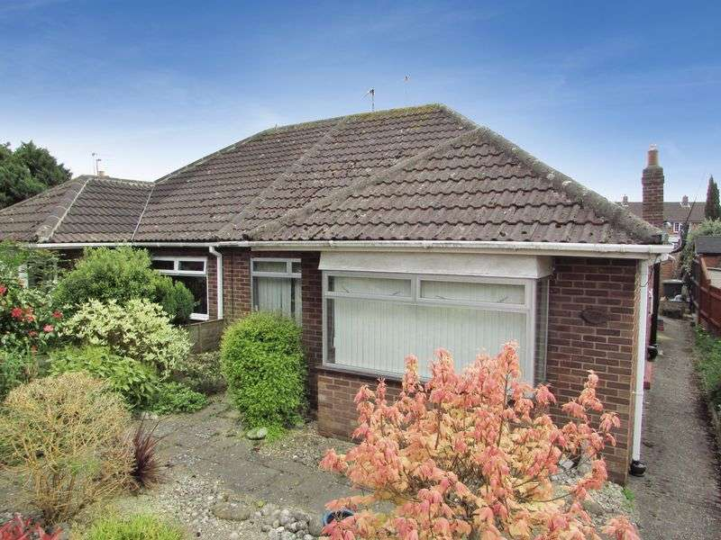 2 Bedrooms Semi Detached Bungalow for sale in Station Road, Thatcham
