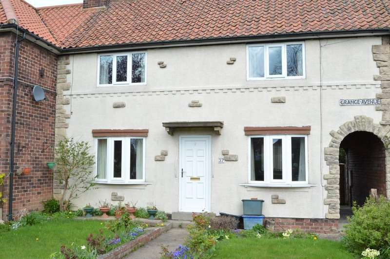 4 Bedrooms Town House for sale in Grange Avenue, Tadcaster LS24