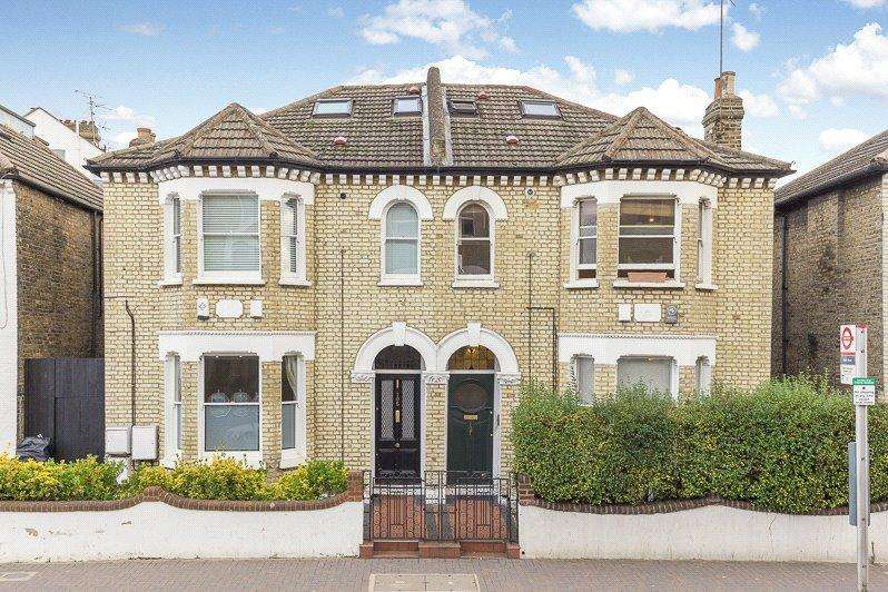 2 Bedrooms Maisonette Flat for sale in Northcote Road, London, SW11