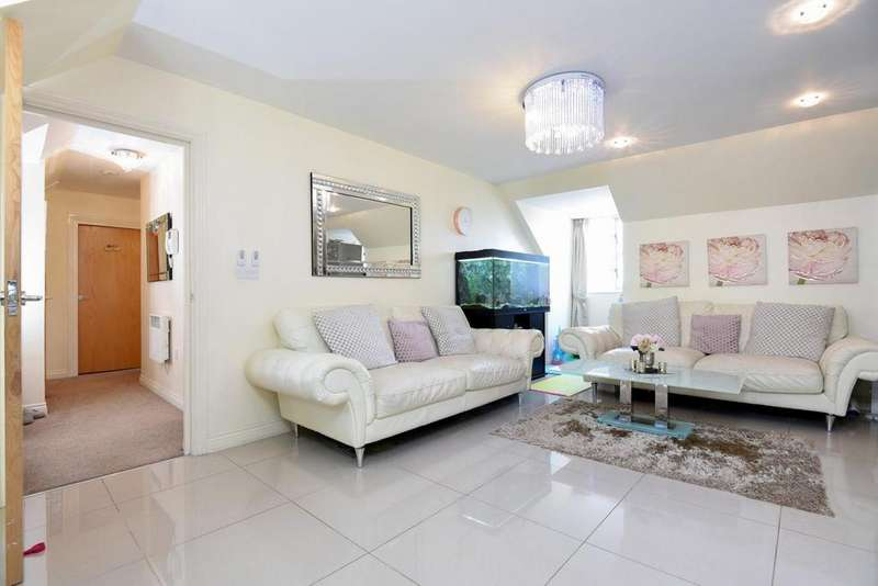2 Bedrooms Flat for sale in Constable Close, Friern Barnet, N11