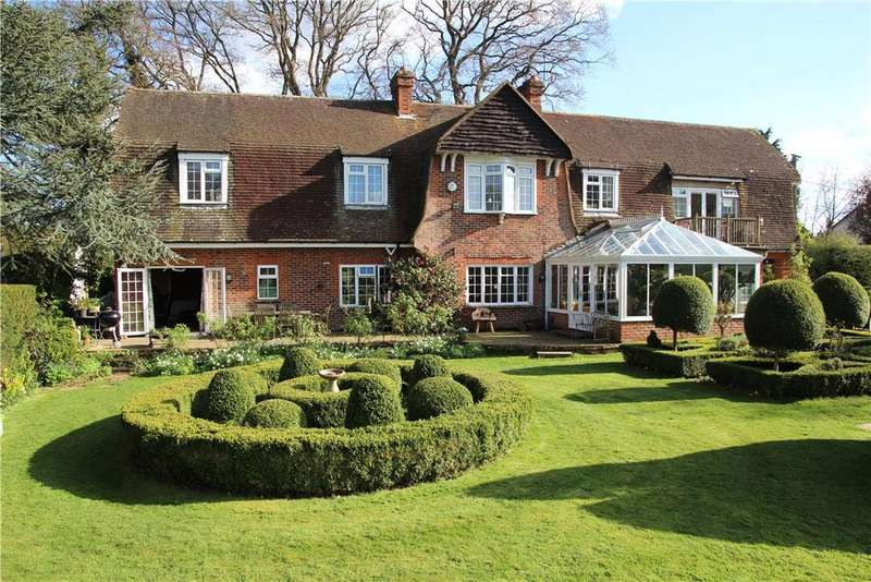 5 Bedrooms Detached House for sale in Tylney Lane, Newnham, Hook, Hampshire, RG27