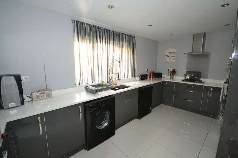 3 Bedrooms Detached House for sale in Lower Hanham Road, Hanham, Bristol