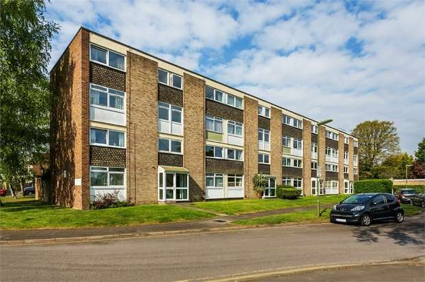 2 Bedrooms Flat for sale in St Vincent Road, WALTON-ON-THAMES, Surrey