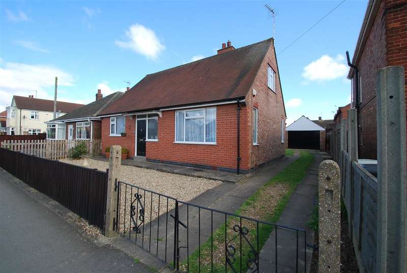 3 Bedrooms Bungalow for sale in Lyndhurst Avenue, Skegness