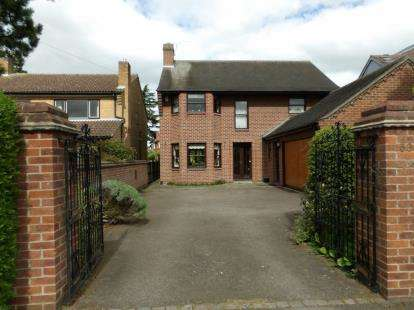 4 Bedrooms Detached House for sale in Westfield Drive, Loughborough, Leicestershire
