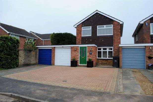 3 Bedrooms Detached House for sale in Obelisk Rise, Kingsthorpe, Northampton NN2 8TX