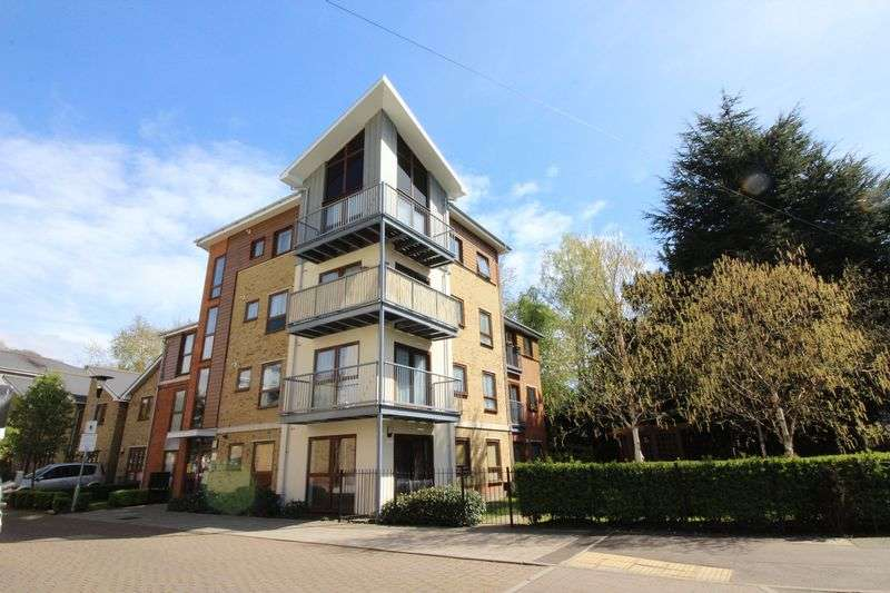 1 Bedroom Flat for sale in Coomb Way, Farnborough