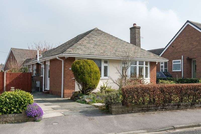 3 Bedrooms Detached Bungalow for sale in Clovelly Drive, Newburgh