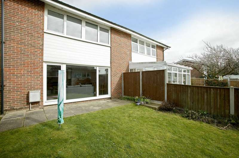 3 Bedrooms Semi Detached House for sale in Finch Way, Brundall
