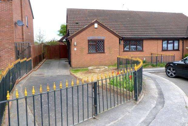 2 Bedrooms Bungalow for sale in Lime Drive, Syston, Leicester, LE7