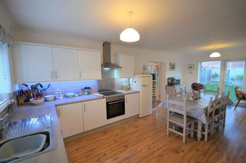 4 Bedrooms Detached House for sale in Reymead Close, West Mersea, Colchester