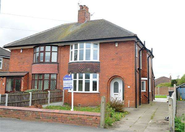 3 Bedrooms Semi Detached House for sale in 63 Cutnook Lane, Irlam M44 6LD