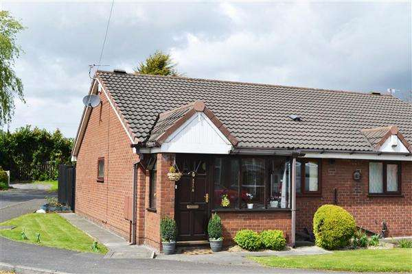 2 Bedrooms Semi Detached Bungalow for sale in St Helens Rd, Leigh