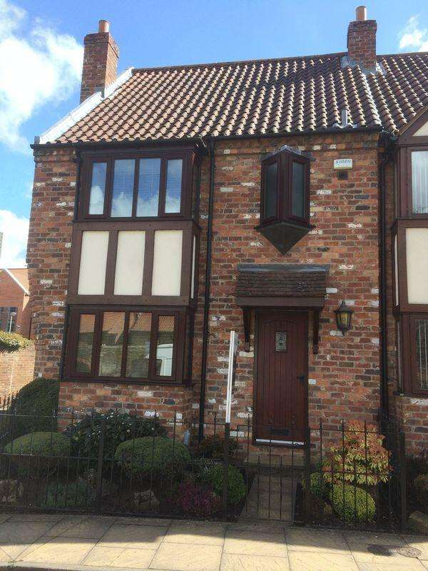 3 Bedrooms Semi Detached House for sale in Friars Lane, Beverley