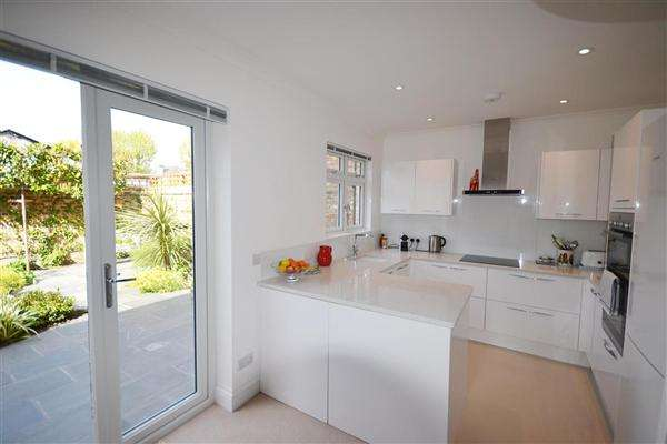 3 Bedrooms House for sale in Cranbrook Road, Chiswick