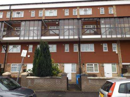 3 Bedrooms Flat for sale in Skerry Close, Manchester, Greater Manchester, Uk