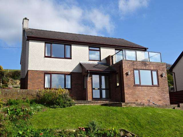 4 Bedrooms Detached House for sale in GWYLAN UCHAF, FELINHELI LL56
