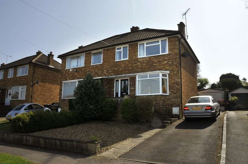 3 Bedrooms Semi Detached House for sale in Salisbury Close, Princes Risborough, Buckinghamshire, HP27