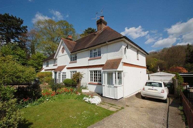 2 Bedrooms Semi Detached House for sale in Hughenden Valley