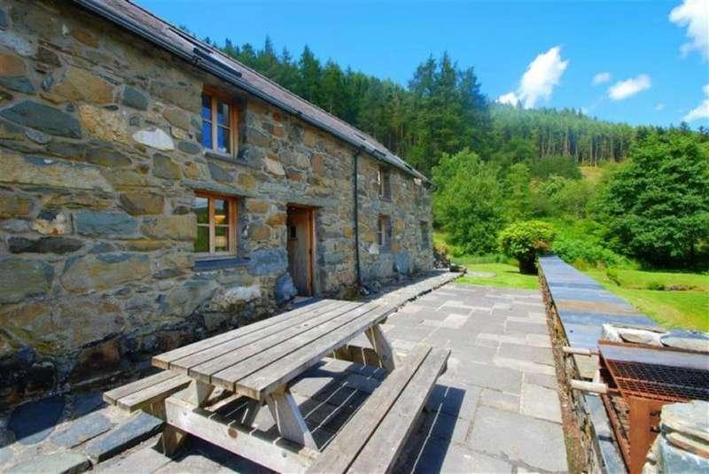 3 Bedrooms Detached House for sale in Llyn Geirionydd, Llanrhychwyn Trefriw, Llanrhychwyn