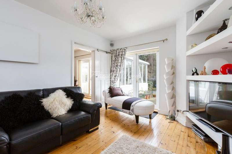 3 Bedrooms Terraced House for sale in Well Hall Road, Eltham SE9