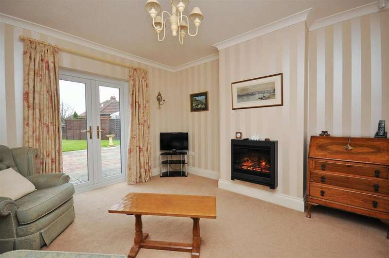 3 Bedrooms Bungalow for sale in Straylands Grove, Stockton Lane , York