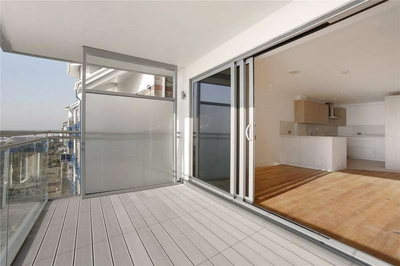 3 Bedrooms Flat for sale in W2 The Shore, 22-23 The Leas, Westcliff-on-Sea, Essex, SS0