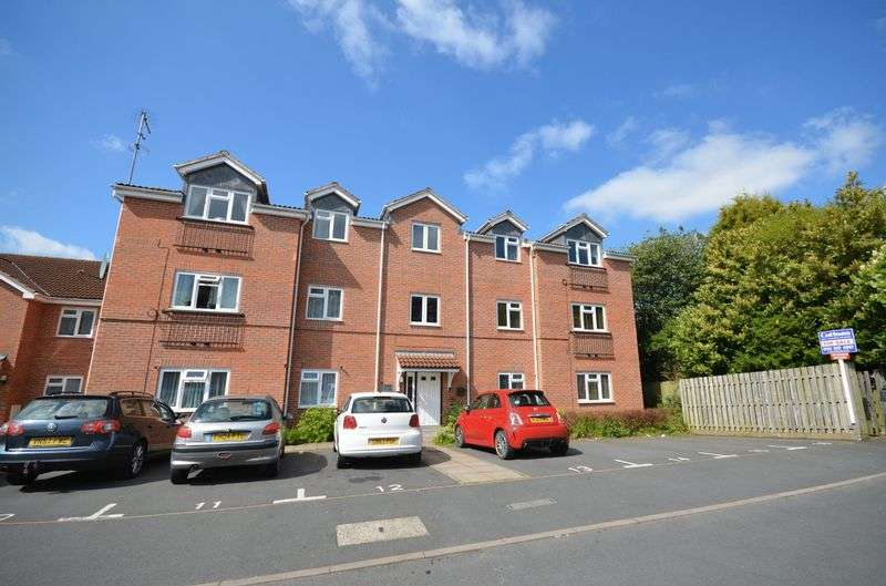 2 Bedrooms Flat for sale in Catkins Close, Catshill, Bromsgrove