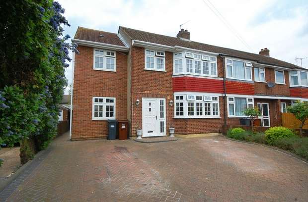 4 Bedrooms Semi Detached House for sale in Swan Road, Hanworth