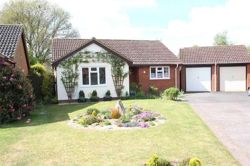 2 Bedrooms Bungalow for sale in The Grove, Martlesham Heath, Ipswich