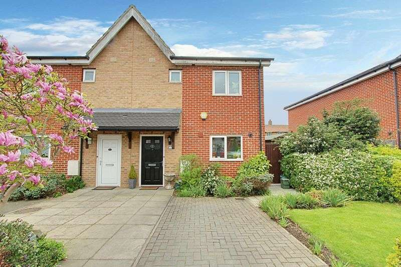 3 Bedrooms Semi Detached House for sale in Huntingdon Close, Northolt
