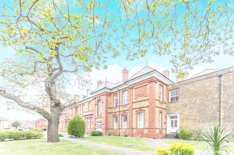 2 Bedrooms Flat for sale in Penrose House, Newsholme Drive, Winchmore Hill, N21
