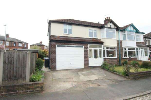 4 Bedrooms Semi Detached House for sale in Davenham Road, Sale