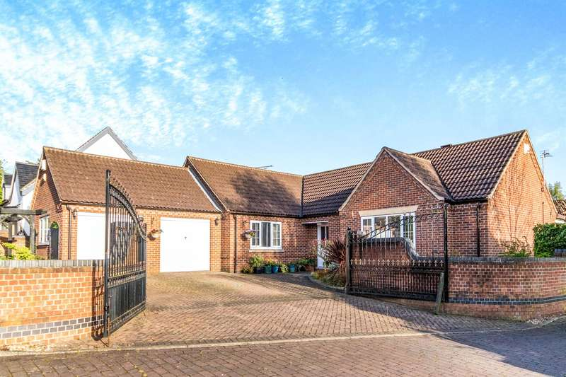 3 Bedrooms Detached House for sale in Beacon Hill Road, Newark, NG24