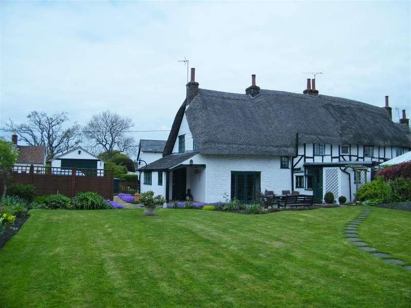 3 Bedrooms Property for sale in Westbrook, Bromham, Chippenham