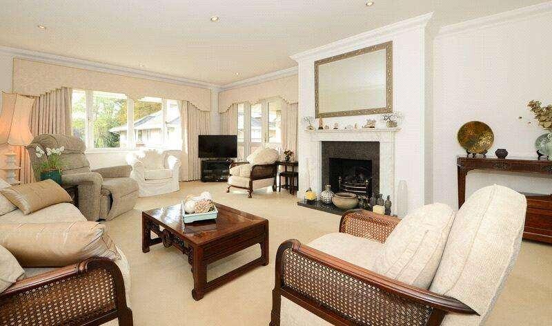 3 Bedrooms Flat for sale in Broadwater Place, Weybridge, Surrey, KT13