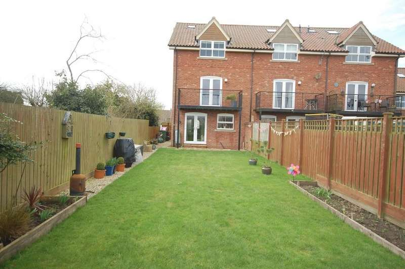 4 Bedrooms Town House for sale in Willow Croft, Hook