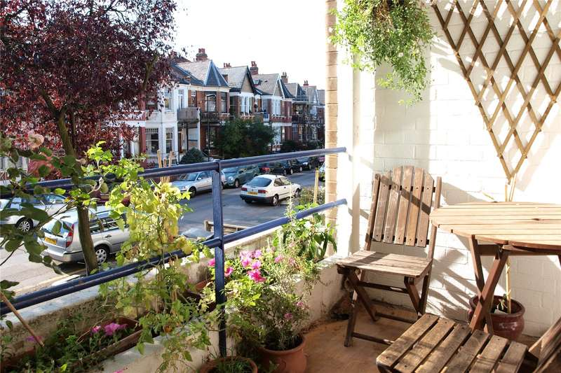 2 Bedrooms Apartment Flat for sale in Rosebery Gardens, Crouch End, London, N8