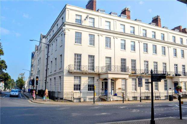 3 Bedrooms Flat for sale in George House, 1 Parade, Leamington Spa, Warwickshire