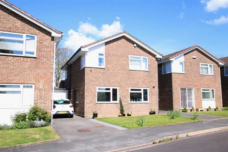 4 Bedrooms Link Detached House for sale in Lodgeside Gardens, Kingswood, Bristol