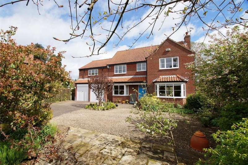 5 Bedrooms Detached House for sale in West Acres Close, West Ayton, Scarborough