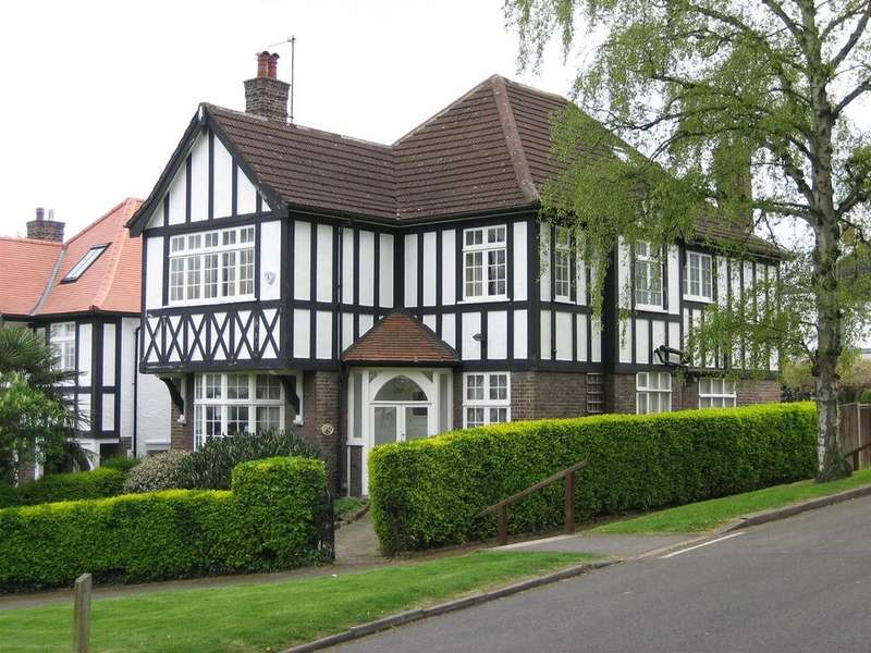 4 Bedrooms Detached House for sale in Hillway,