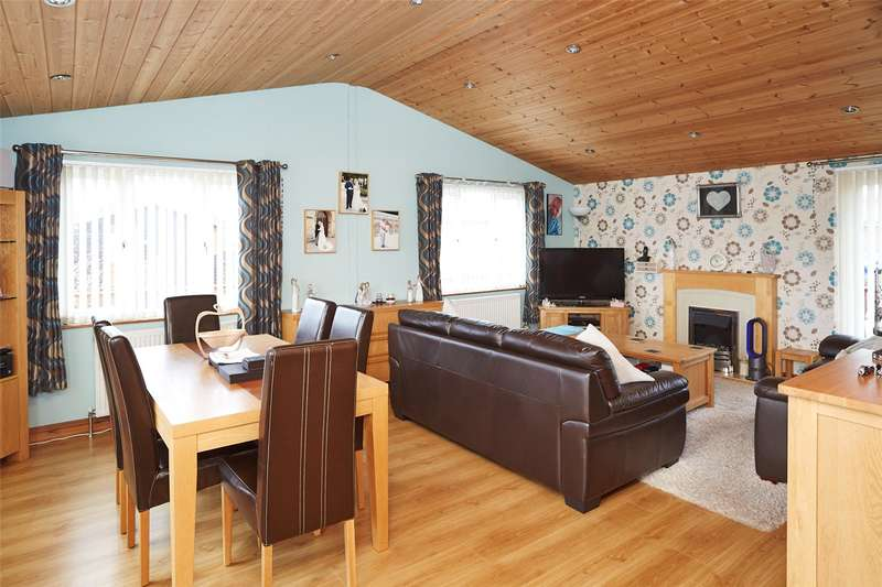 2 Bedrooms Bungalow for sale in Florida Keys, Hull Road, Wilberfoss, York, YO41